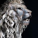 Величественная скульптура льва, сделанная из 4000 кусочков металлолома