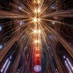 Инсталляция в Сан-Франциско: свыше 30 километров светящихся лент в соборе Грейс