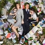 Ужасающие фотографии людей, лежащих в собственном недельном мусоре