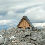 Как бесплатно переночевать в местечке с потрясающим видом из окна? Проще некуда — взобраться на гору высотой 2500 метров!