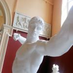 Статуи вообще-то тоже любят делать селфи!